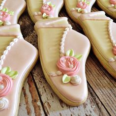 These are so elegant, I just don't know how I could get the shape without cutting each one by hand. Cookies For Kids, Fancy Cookies, Iced Cookies, Royal Icing Cookies, Cookie Frosting, Sugar Cookies, Ballerina Cookies, Ballerina Slippers, Ballerina Shoes