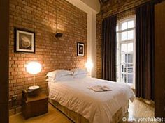 Check this 3 bedroom apartment rental in the City of London, its tasteful decoration and exposed brick walls! It has been top rated by our customers and it might become one of your favorite rentals as well!
