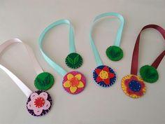 handmade felt bookmarks.. 31cm length.. 4cm diameter for flowers and 3cm diameter for leaves..