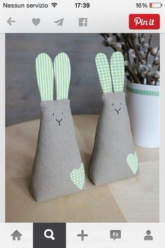 ***Juguetes de Trapo***: Conejos III ideas y patrones gratis . Felt Crafts, Easter Crafts, Fabric Crafts, Diy And Crafts, Crafts For Kids, Easter Toys, Easter Bunny, Diy Y Manualidades, Fabric Toys