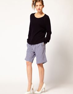 The Bermuda shorts are usually knee length and are considered the most elegant and classy out of all shorts styles.Its smart design and look makes it a great option for dressing up in the warmer...