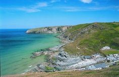 Our beach of the week is Trebarwith Strand in Tingtagel. A stunning part of Cornwall! Have you ever been?