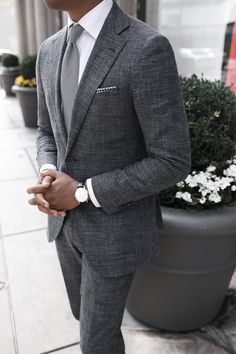 I love getting creative with colors when when it comes to my outfits.  However, just like everything else, from time to time I get bored with it.  And when that happens I try to get creative with neutrals like black, white  and grey. Color coordination is not the only way to make a statement. You #menssuits