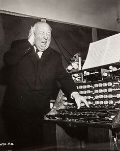 """Alfred Hitchcock durante el rodaje de """"Los Pájaros"""", 1963"""