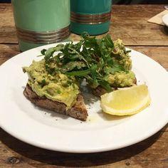 Getting in the greens at @leyascoffee. Smashed avo with chilli flakes and lemon on seeded toast. Delish. #londonbrekkies #brunch #brekkie #breakfast #smashedavo #avocadotoast #leyas #camden by londonbrekkies