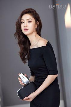 Korean Beauty, Asian Beauty, Seo Ji Hye, Korean Actresses, Asian Actors, Over The Rainbow, Curls For Long Hair, Korean Celebrities, Korean Model