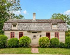 Historic Cape Cod house for sale Clinton Connecticut - http://hookedonhouses.net/2015/07/29/a-cape-cod-cottage-from-1800-for-sale-in-connecticut/