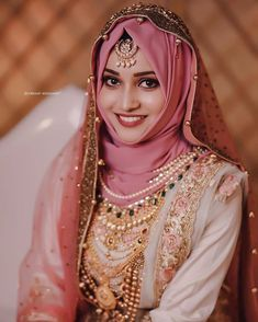Such a beautiful and Flawless Bridal look. Such a beautiful and Flawless Bridal look. Bridal Hijab Styles, Asian Bridal Dresses, Bridal Outfits, Muslimah Wedding Dress, Muslim Wedding Dresses, Wedding Dresses For Girls, Niqab, Bridal Jewellery Inspiration, Muslim Brides