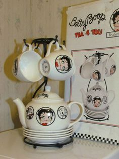 Collectible Vintage Nostalgia Betty Boop Tea for You Set Teapot 4 Mugs Coasters Betty Boop Tattoos, Cartoon Characters, Nostalgia, Friday, Wacky Wobbler, Mugs, Tea Pots, Vintage, House Furniture