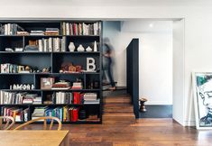 From studio flats to period townhouses to mezzanines: here's a selection of built-in bookshelves ideal for shaking up your house