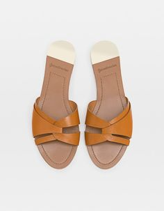 You need to choose wedding shoes that are the perfect match to your gown. Check out these tips to buy the perfect wedding shoes for your big day. Brown Leather Sandals, Brown Flats, Fashion Slippers, Fashion Shoes, Comfortable Walking Sandals, Shoes For School, Winter Shoes For Women, Shoes Women, Shoes Flats Sandals