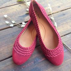 "Make an OfferL.L. Bean Whip-Stitch Flats NWOT Never worn, L.L. Bean Fairfield Whip-Stitch Flats size 8 but fit more like an 8-1/2. ""Cabernet"" colored suede. L.L. Bean Shoes Flats & Loafers"