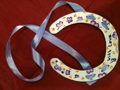 Recycled used horseshoe hand painted, makes beautiful gift/keepsake x