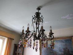 Lustre à huit bras de lumière en fer forgé et grappes de raisin