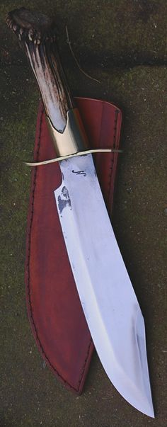 """Commande client reproduction Bowie Film Inglorious Bastards , lame de 26.2 cm forgé en Xc 75 avec trempe selective , manche merrain cerf Customer's order , reproduction of the Bowie of INGLORIOUS BASTARDS 's movie , blade of 10.32 """" forged in 0.75 carbon steel with selective temper , handle in deer stag crow. www.aufildelalame.fr"""