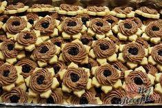 Rumové věnečky | NejRecept.cz Czech Recipes, Christmas Baking, Mini Cupcakes, Nutella, Cookie Recipes, Sweet Tooth, Almond, Sweets, Cookies