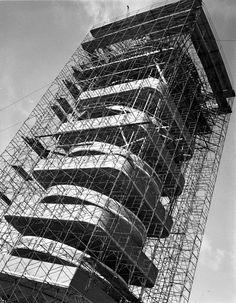 "tobebuild: ""SC Johnson Wax Research Tower, Racine Frank Lloyd Wright 1949 "" Johnson Wax, Antonio Gaudi, Frank Lloyd Wright Buildings, Workplace Design, Modern Architecture, Dubai Architecture, Commercial Architecture, Architecture Photo, Restoration"