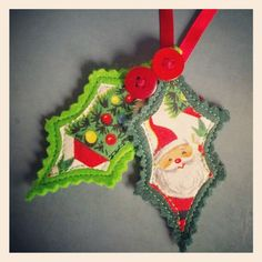 Love these vintage-y ornaments Quilted Christmas Ornaments, Christmas Card Crafts, Christmas Fabric, Ornament Crafts, Vintage Christmas Ornaments, Retro Christmas, Christmas Activities, Felt Ornaments, Christmas Art