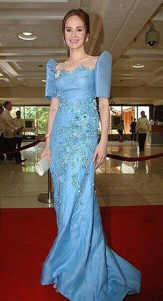 Lucy Torres-Gomez in a blue terno for the 2010 State of the Nation Address -Philippines Modern Filipiniana Gown, Filipiniana Wedding Theme, Philippines Dress, Philippines Culture, Grad Dresses, Formal Dresses, Beautiful Gowns, Traditional Dresses, Formal Wear