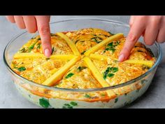 SIMPLU SI IEFTIN! Placinta perfecta pentru toate ocaziile Cookrate-Romania - YouTube Empanadas, Hummus, Macaroni And Cheese, Curry, Ethnic Recipes, Youtube, Food, Tacos, Hipster Stuff