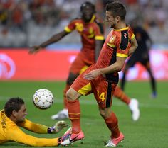 Dries Mertens against the Netherlands! Dries Mertens, Soccer Pictures, Soccer Players, Fifa, Netherlands, Derby, Cool Photos, Wrestling, Football
