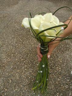 calla lilli with pearls