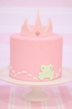 Princess Party cake ideas How cute is the frog? Cupcakes, Cupcake Cakes, Cupcake Ideas, Pretty Cakes, Beautiful Cakes, Meringue, Carriage Cake, Frog Cakes, Princess Party