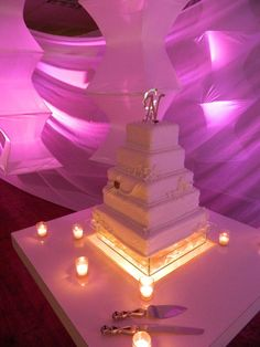 Love the cake stand...Romantic