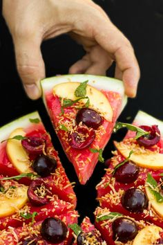 5 ways to turn watermelon into sweet & savory pizzas « food hacks Watermelon Pizza, Watermelon Recipes, Fruit Recipes, Cooking Recipes, Pizza Recipes, Watermelon Healthy, Watermelon Dessert, Watermelon Slices, Clean Eating Snacks