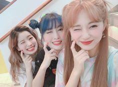 Nayeon, Kpop Girl Groups, Korean Girl Groups, Kpop Girls, My Girl, Cool Girl, Chou Tzu Yu, Twice Once, Twice Kpop