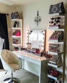 Make-up dresser
