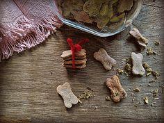Hundeleckerli für deinen Vierbeiner Meat, Food, Whole Wheat Flour, Baby Meals, Few Ingredients, 3 Ingredients, Essen, Meals, Yemek