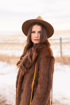 My first TREND GUIDE of Spring 2019 is a free-spirited, transitional take on faux fur, florals, western boots, flat-brimmed hats and Pantone colour trends. Early Spring, Spring Summer, Brown Faux Fur Coat, Girl Standing, Spring Weather, Wide-brim Hat, Bohemian Look, Brunette Girl, Midi Dresses