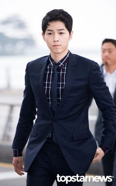 Song Joong Ki's Hong Kong Trip for Dior Homme Fashion Show | Couch Kimchi