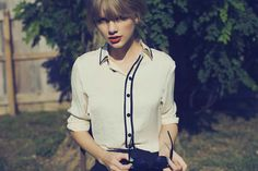 Taylor Swift. Black and white button-up. Photo credit: Sarah Barlow.