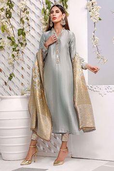 Simple Pakistani Dresses, Pakistani Dress Design, Pakistani Outfits, Stylish Dress Designs, Stylish Dresses, Fashion Dresses, Pakistani Dresses Online Shopping, Online Dress Shopping, Silk Kurti Designs