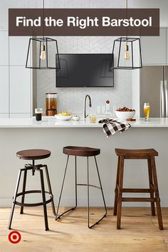 Cue the entertaining with stylish barstool ideas for your kitchen island or bar. Cue the entertaining with stylish barstool ideas for your kitchen island or bar. Wallpaper Kitchen Island, New Kitchen, Kitchen Dining, Rustic Kitchen, Dining Room, Kitchen Cupboard Designs, Diy Kitchen Decor, Dining Furniture, Interiores Design