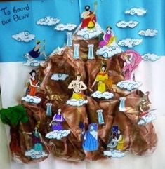 Mount Olympus: Home of the gods- have kids make mountain then add deities as they learn about each one History Projects, Art Projects, Ancient Greece For Kids, Greece Mythology, Make Carnaval, Greek Crafts, Ancient History, Greek History, European History