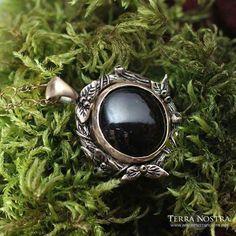 Mini bronze and garnet pendant Garnet Pendant, Bronze, Mini, Pretty, Jewelry, Jewlery, Jewerly, Schmuck, Jewels