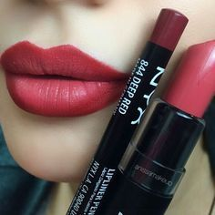 #ombrelips  Matte Lipstick in Strawberry Daiquiri 22 @NYX Cosmetics + Lip liner in Deep red 844 @NYX Cosmetics