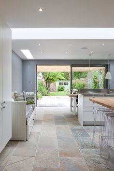 50 Degrees North Architects ground floor rear extension in South West London. Open-plan kitchen diner with large wall mural. Love this flooring Kitchen Diner Extension, Open Plan Kitchen Diner, Open Kitchen, Kitchen Modern, Modern Farmhouse, Küchen Design, House Design, Interior Design, Interior Doors