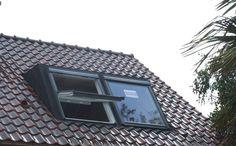 velux dakramen prijzen - Google zoeken Attic Master Bedroom, Attic Rooms, Attic Spaces, Building Exterior, Building A New Home, Dormer Windows, New Home Construction, House Extensions, Skylight