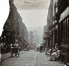 Calle de Londres, 1890.