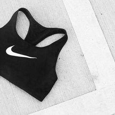 Nike Bra. Hier entdecken und shoppen: http://sturbock.me/7P9