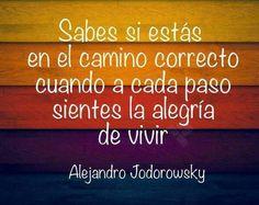 """#Jueves """"Sabes si estás en el camino correcto cuando a cada paso sientes la alegría de vivir"""" Alejandro Jodorowsky"""