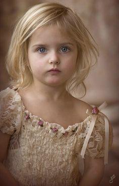 Beautiful portrait of a girl © Janet S. Precious Children, Beautiful Children, Beautiful Babies, Beautiful Eyes, Beautiful People, Cute Kids, Cute Babies, Kind Photo, Photo Portrait