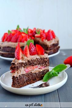 Fluffy cake with chocolate cream and strawberries (without gluten, no milk, no . Vegan Sweets, Healthy Sweets, Healthy Recipes, Healthy Food, Sugar Free Sweets, Flourless Cake, Chocolate Cream, Cake Chocolate, Cheesecake