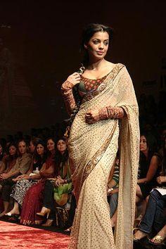sabyasachi saree nd blouse Sabyasachi Sarees, Indian Blouse, Aishwarya Rai, Pure Beauty, Saris, Saree Blouse, My Wardrobe, Indian Fashion, Blouses