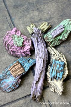 Wood Chip Chalk Art ~ Housing A Forest. A basket of bark/mulch + Chalk = provocation. Creative Activities, Art Activities, Crafts For Kids To Make, Art For Kids, Poetry Books For Kids, Tree Study, Montessori Art, Writing Art, Pre Writing