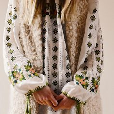 boho fashion • embroidered peasant dress | blouse